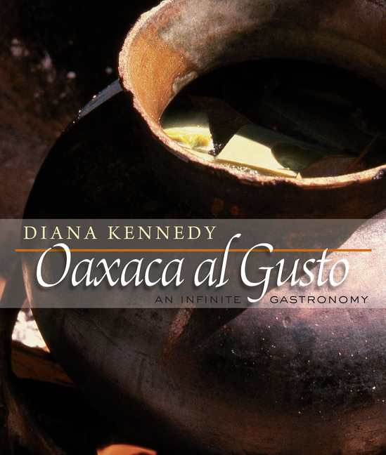 Oaxaca al Gusto: An Infinite Gastronomy (The William and Bettye Nowlin Series in Art, History, and Culture of the Western Hemisphere). Diana Kennedy.